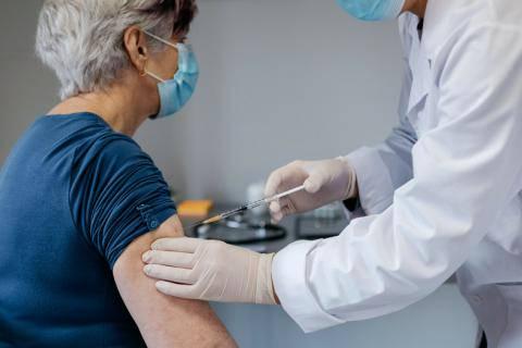 el-65-de-los-adultos-mayores-ya-fue-vacunado imágen de artículo