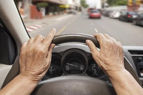 la-manera-de-conduccion-es-un-indicador-de-alzheimer imágen de artículo