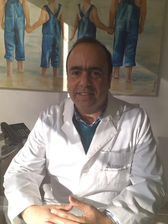 Dr Alejandro Manzur Yanine
